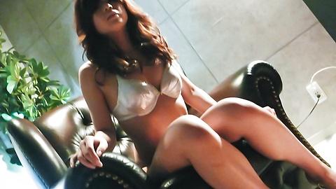 Suzanna - 很日本美女玩具敲打她又湿又紧的poonany - 图片 3