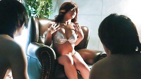 Suzanna - 很日本美女玩具敲打她又湿又紧的poonany - 图片 5