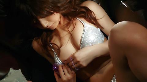 Suzanna - 很日本美女玩具敲打她又湿又紧的poonany - 图片 9