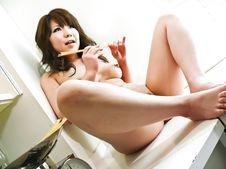 芽衣奈-芽衣奈~3P生ハメ感覚串刺しオナニー Picture 5