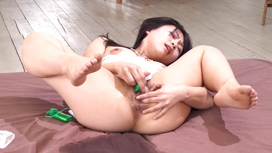 Nozomi Hatsuki Squirts All Over From Her Sex Toys