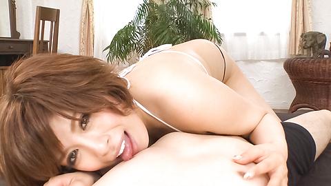 Ririsu Ayaka - MILF Ririsu Ayaka memberikan blow job Asia yang hebat - gambar 1