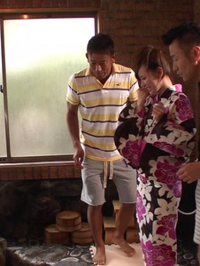 Yui Uehara - Japan blowjob in group action for Yui Uehara - Screenshot 3