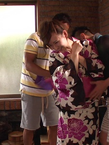 Yui Uehara - Japan blowjob in group action for Yui Uehara - Screenshot 4
