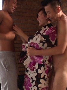 Yui Uehara - Japan blowjob in group action for Yui Uehara - Screenshot 5