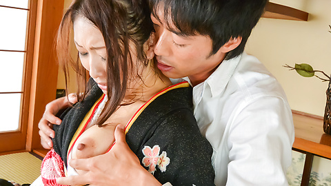 Reiko Kobayakawa - Asian blowjob video along a hot kimono babe - Picture 1
