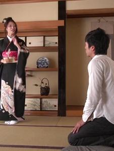 Reiko Kobayakawa - เอเชีย Babe ร้อน blowjob วิดีโอตามชุดกิโมโน -  1 รูปภาพหน้าจอ