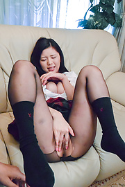 Risa Shimizu - Cute Asian blowjob after a nice finger fucking - Picture 5