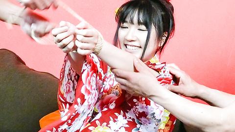 Chiharu - Chiharu ให้ blowjob และร่วมเพศญี่ปุ่นในชุดกิโมโนของเธอ -  8 รูปภาพ
