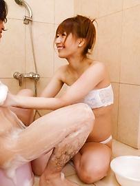 Tiara Ayase - Ayara Tiara Ayasese在浴缸裏給日本口交 - 圖片10