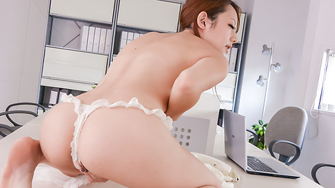 Reon Otowa - Reon Otowa shows off her ass and gives a japan blow job to two - Picture 11