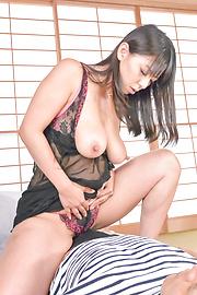 Ryoko Murakami - Curvy Ryoko Murakami asian giving blowjob and a boob fuck - Picture 4