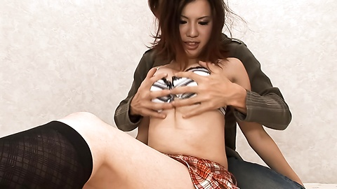 Momoka Amai - 在袜子的热 Momoka 等是拧紧的小狗 - 图片 3