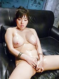 Azusa Nagasawa - 涂上油,丰满梓长泽给双日本口交 - 图片 5