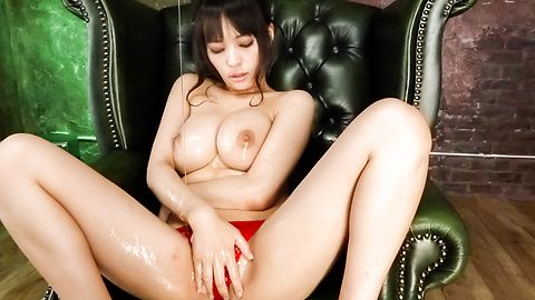 Stacked MILF Kyouko Maki has fun with asian dildos