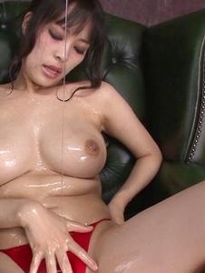 Kyouko Maki - Stacked MILF Kyouko Maki has fun with asian dildos - Screenshot 12