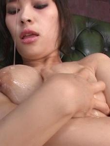 Kyouko Maki - Stacked MILF Kyouko Maki has fun with asian dildos - Screenshot 5