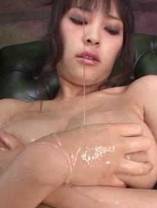 Kyouko Maki - Stacked MILF Kyouko Maki has fun with asian dildos - Screenshot 6