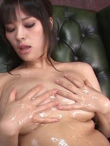 Kyouko Maki - Stacked MILF Kyouko Maki has fun with asian dildos - Screenshot 8