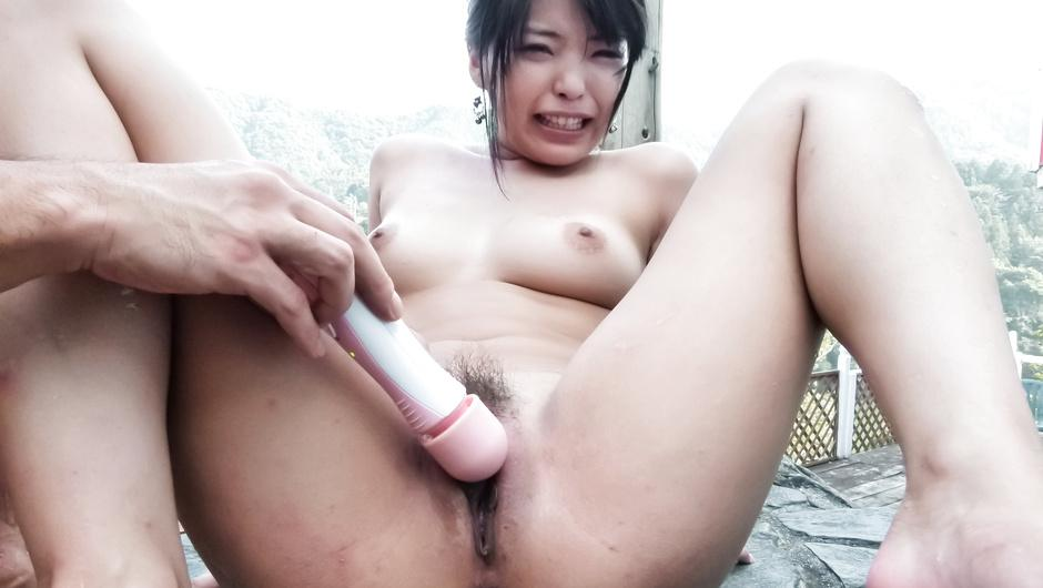 Eririka Katagiri receives full outdoor pussy stimulation