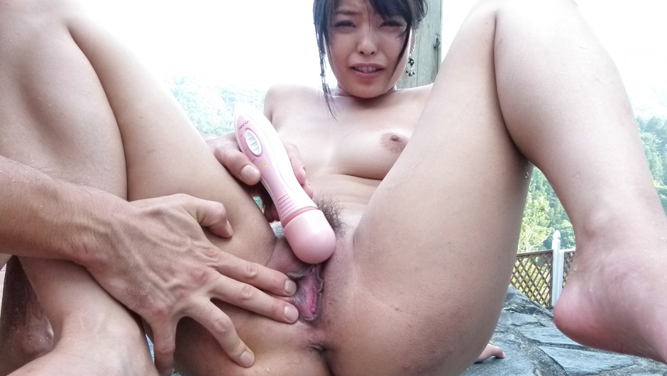 Eririka Katagiri playing naughty in sexy outdoor