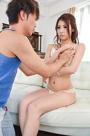 Rino Akane - 与弯曲的屁股绿茜的铁杆场面 - 图片 5