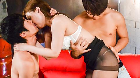 Saya Fujiwara - Saya Fujiwara loves fucking during Japanese threesome - Picture 2