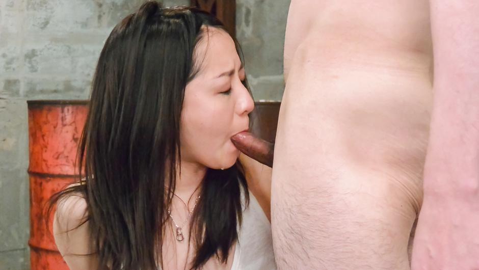 前戯なしの中出し姦でお掃除フェラ