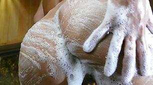 Soapy asian amateur girl Karen Yuuki rubs down her wet body
