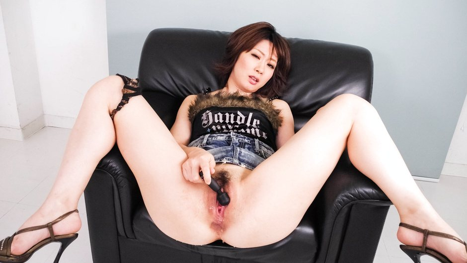 Rio Kagawa gets her hairy Asian pussy well stimulated