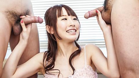 Yui Misaki - 三人亚洲口交与 Yui 岬 - 图片 1