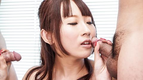 Yui Misaki - 三人亚洲口交与 Yui 岬 - 图片 2