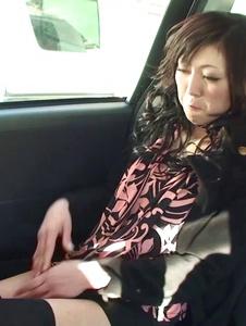Serika Kawamoto - Sweetie receives Japanese vibrator in the car -  7 รูปภาพหน้าจอ