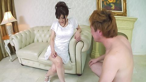 Miina Kanno - ร้อน MILF กับน้องตั๊ดในระหว่างประสบการณ์โฮมเมดรึเปล่า -  1 รูปภาพ