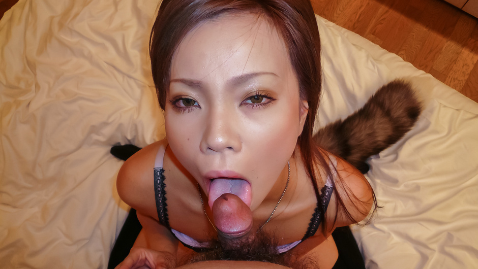 Amateur Asian babe with nice lines deals cock on cam
