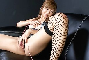 Teen Hazuki Rui Masturbates While In Stockings