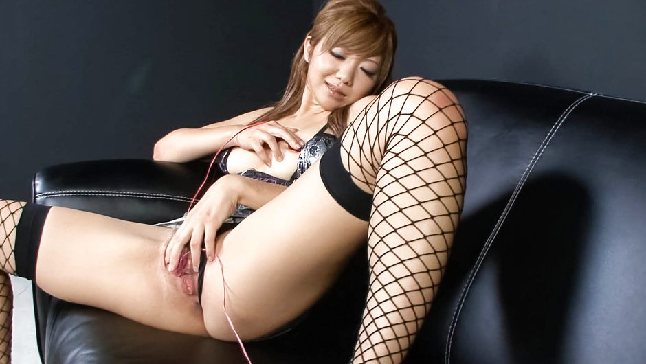 Teen Hazuki Rui Masturbates While In Stockings