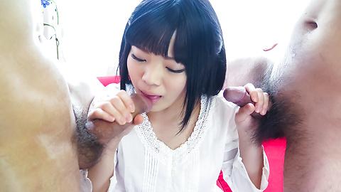 Moka Minaduki - 业余的摩卡 Minaduki 对亚洲口交两只公鸡 - 图片 11