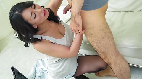 Rei Kitajima - Japanese blow job at work withRei Kitajima - Picture 2