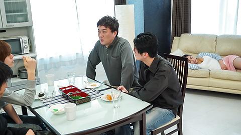 Yuri Honma - 热手指他妈的独奏为亚洲熟女尤里 · 高尔夫 - 图片 2