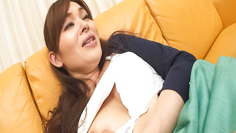 Hitomi Kanou - Hitomi Kanou rubs her hairy cum dumpster - Picture 11