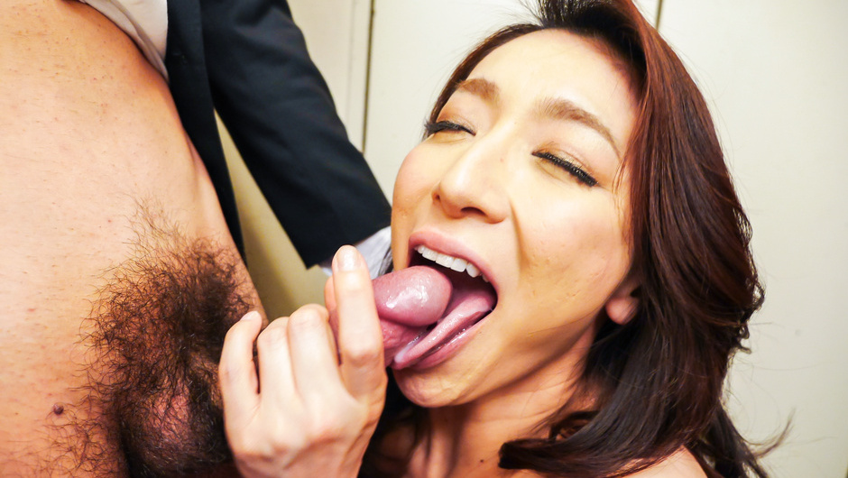 Asian blowjob at work with Marina Matsumoto