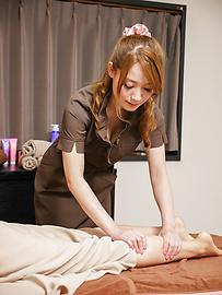 Ayaka Fujikita - Japanese masturbating along steamy masseuse Ayaka Fujikita - Picture 2