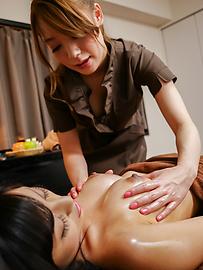 Ayaka Fujikita - Japanese masturbating along steamy masseuse Ayaka Fujikita - Picture 5