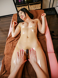 Ayaka Fujikita - Japanese masturbating along steamy masseuse Ayaka Fujikita - Picture 8