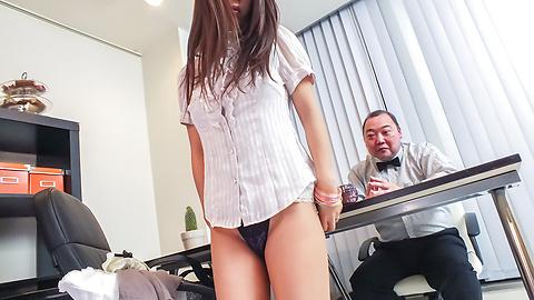 Satomi Suzuki - Satomi Suzuki cums hard from an asian dildo - Picture 2