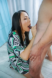 Ren Azumi - Ren Azumi gives many asian blow jobs in group sex - Picture 11