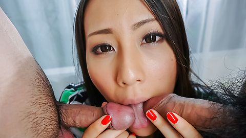 Ren Azumi - Ren Azumi gives many asian blow jobs in group sex - Picture 7