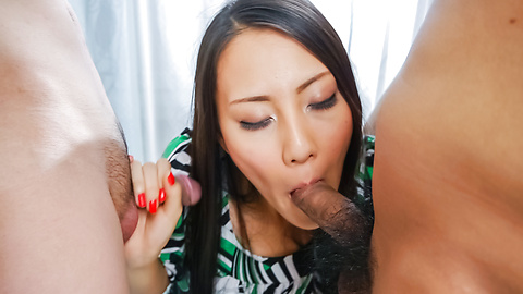 Ren Azumi - Ren Azumi gives many asian blow jobs in group sex - Picture 8