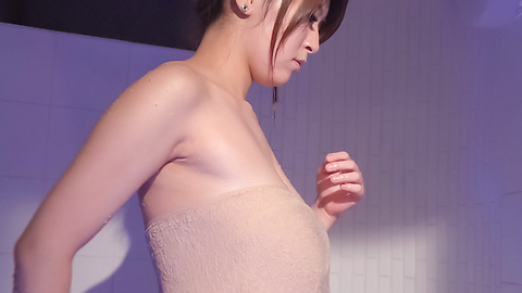 Rina Araki - Rina Araki Asian amateur video in the bathroom  - Picture 5